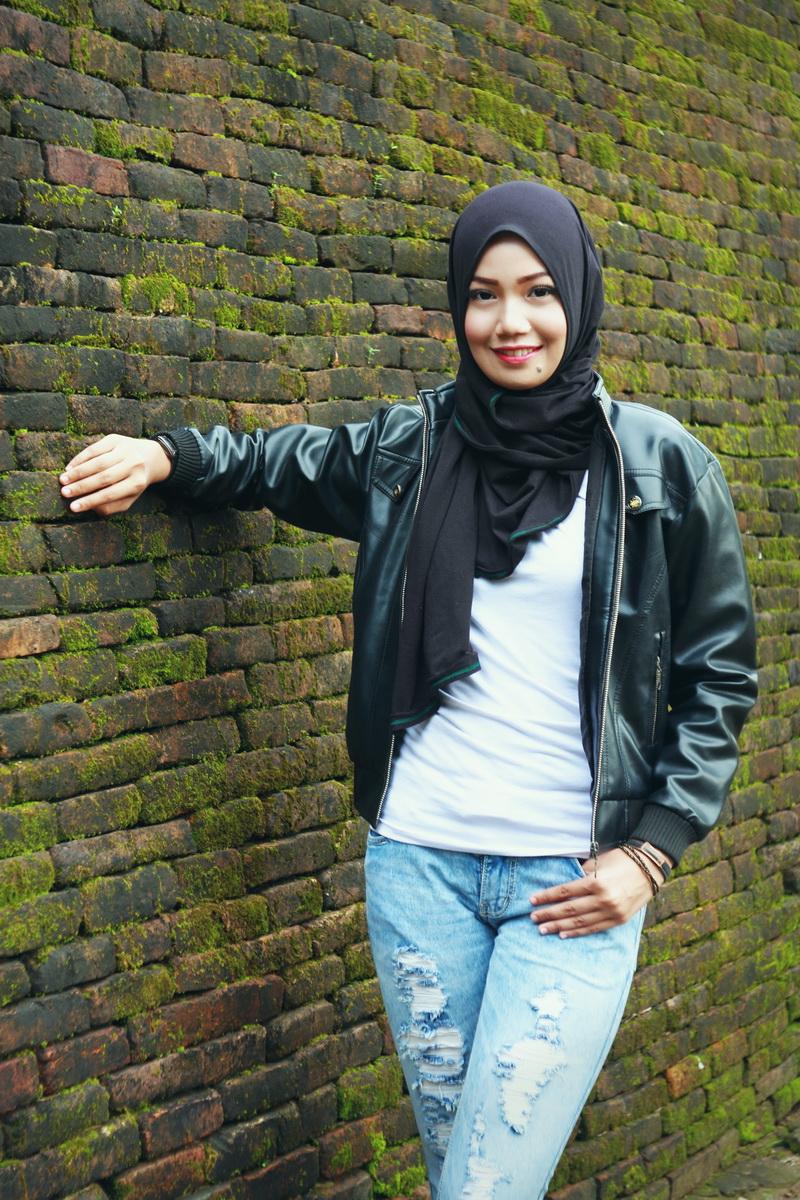 become a hijab Padu pada jeans Model Cantik dengan Jilbab Trendi
