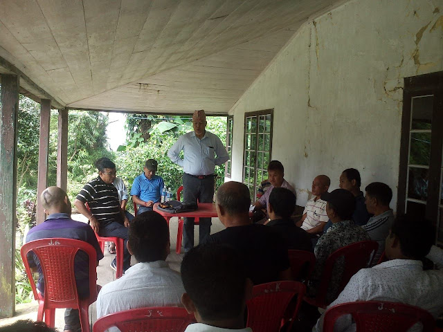 Former MLA NB Chhetri addressing HPWU Cinchona Branch meeting