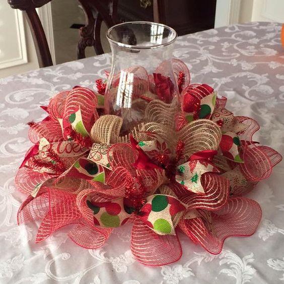 Aprende c mo hacer centros de mesa navide os con mallas - Adornos de mesa navidenos ...