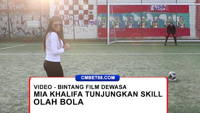[VIDEO] Bintang Film Dewasa Mia Khalifa Tunjukkan Skill Olah Bola