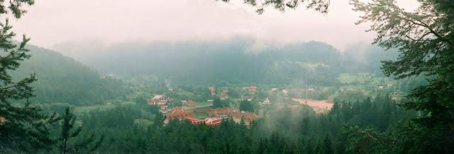 Вид на окрестности Яремчи с тропы Довбуша