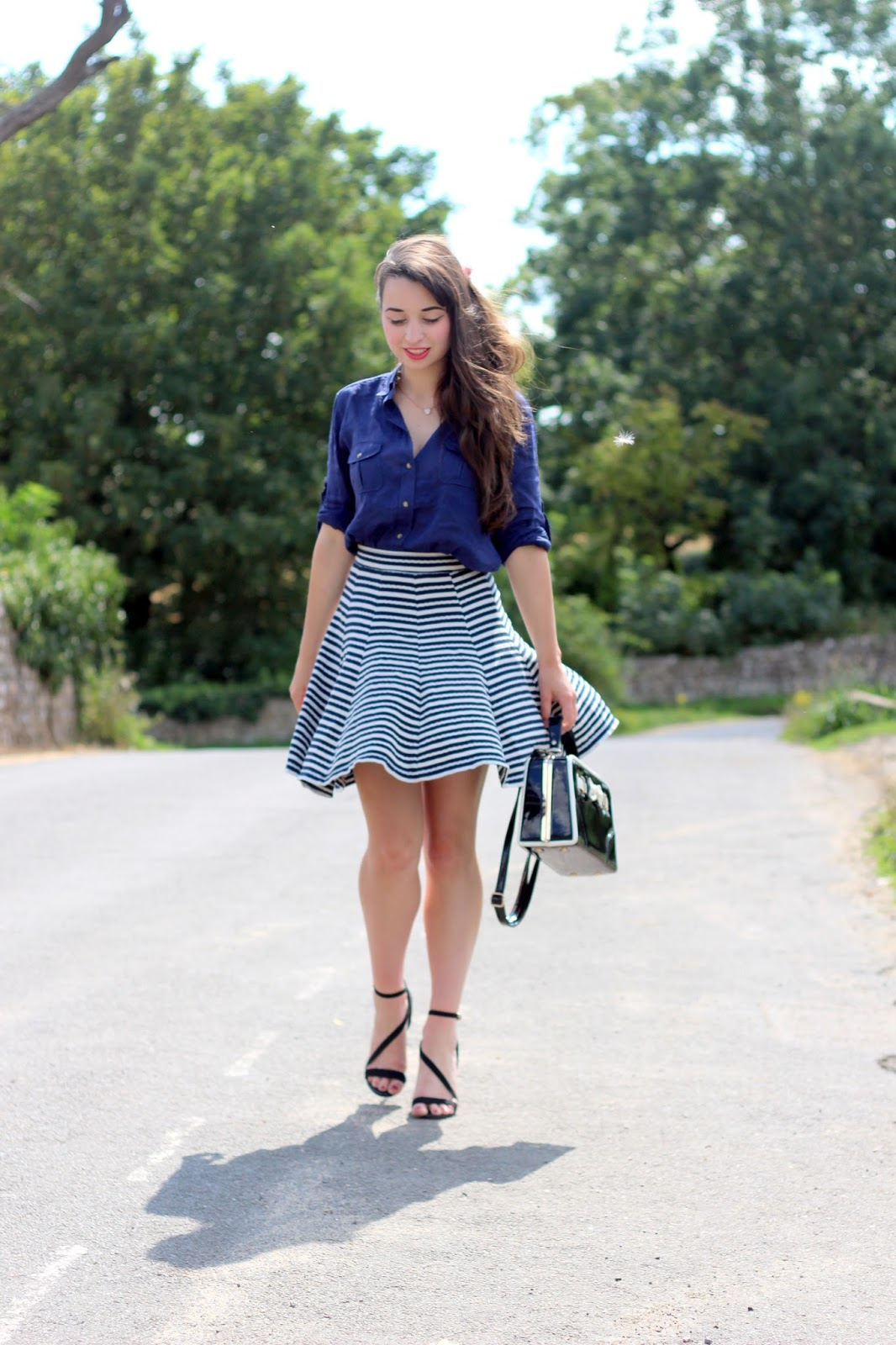 styling blue boyfriend shirt