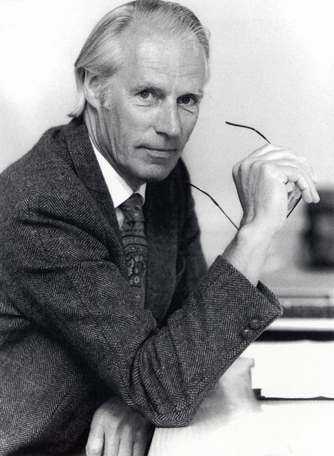 pkimage musicfootnotes producer george martin known as 39 the fifth beatle 39. Black Bedroom Furniture Sets. Home Design Ideas