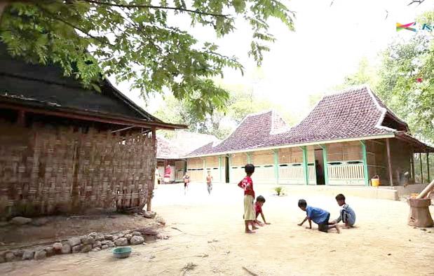 Rumah Tanean Lanjhang, Rumah Adat Provinsi Jawa Timur