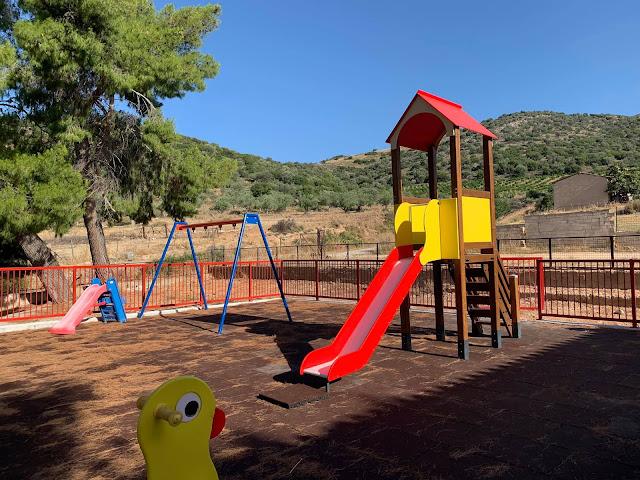 Σύγχρονη και ασφαλής παιδική χαρά στην Αμυγδαλίτσα