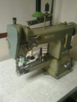 Necchi tambien produce máquinas de cañon de muy alta calidad que son las preferidas de talabarteros, artistas del cuero, y zapateros.