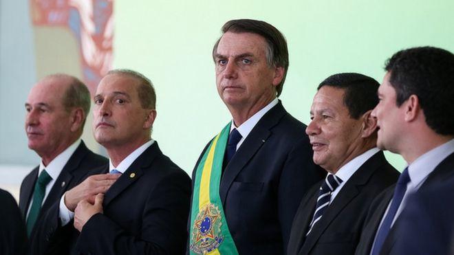 Bolsonaro assina medida que exclui LGBT's das políticas de Direitos Humanos