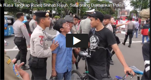Hebat! Pria Ini Tulis 'We Love FPI' dan Save FPI di Kerumunan Massa Aksi Anti Habib Rizieq