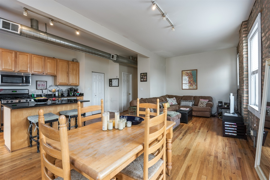 The Chicago Real Estate Local Under Contract 2636 N Orchard 3r Top Floor Duplex In Lincoln