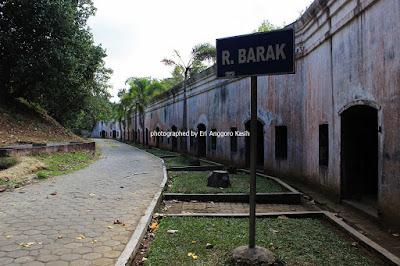 Ruang barak di Benteng Pendem Cilacap.