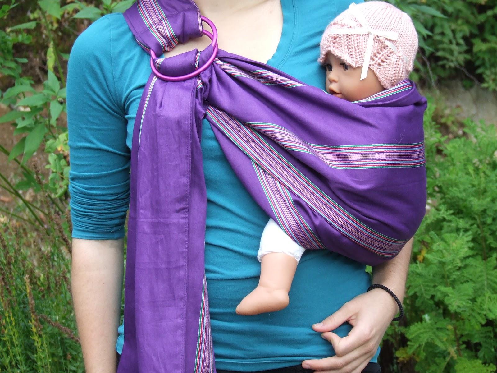 869f36e42a71 J ai laissé le tissu plié sur mon épaule, comme la poupée n est pas bien  pesante, mais comme il n est pas tout cousu sur le long il est possible de  le ...