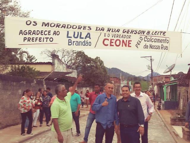 Vereador Ceone e prefeito Lula Brandão inauguram primeira rua do projeto de calçamento da Vila