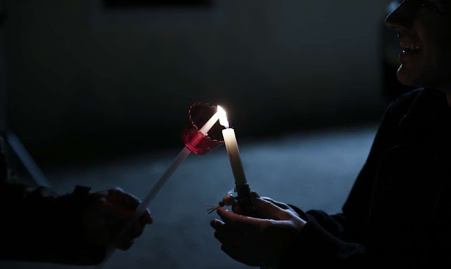 Φως ιλαρόν, λόγος ψευδής