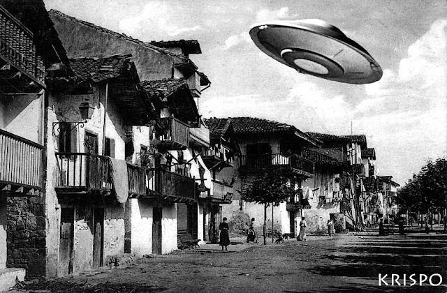 foto antigua del barrio de la marina de hondarribia con un ovni