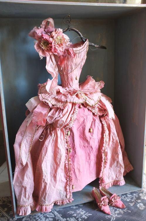 papierowe dworskie suknie