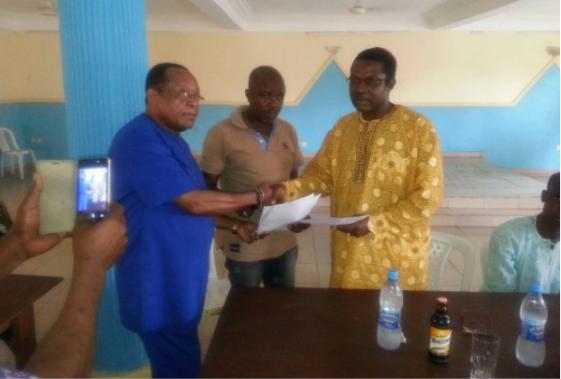 Tonto Dikeh's father returns her bride price to her estranged husband, Olakunle Churchill (photo)