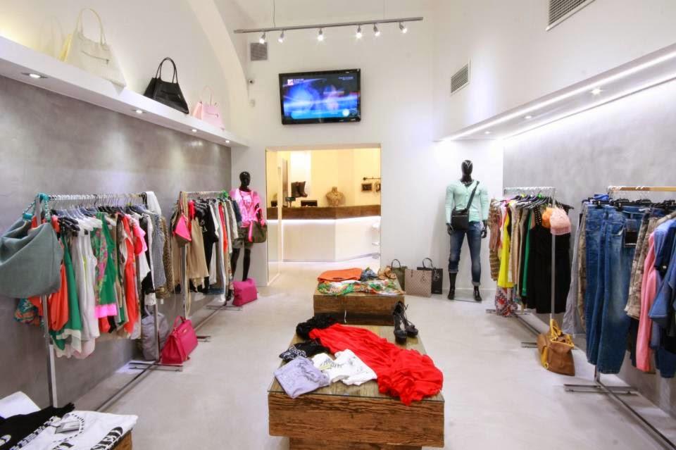 6cd4c9522cb Ένα καλό παράδειγμα αποτελεί το κατάστημα Imperial design Store στην Πράγα  όπου ο πελάτης μπορεί να βρεί ρούχα των γνωστότερων Ιταλικών Οίκων Μόδας.