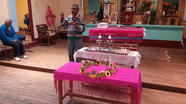 Katechet Bernabe bei den Erklärungen  zum Advent.