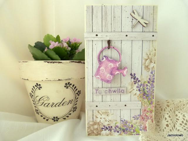 kartka z motywem kwiatowym i wiszącą konewką