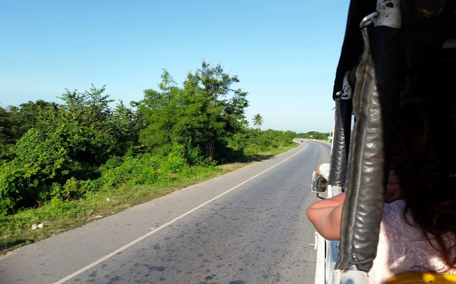Dominikana z pokładu terenowej ciężarówki