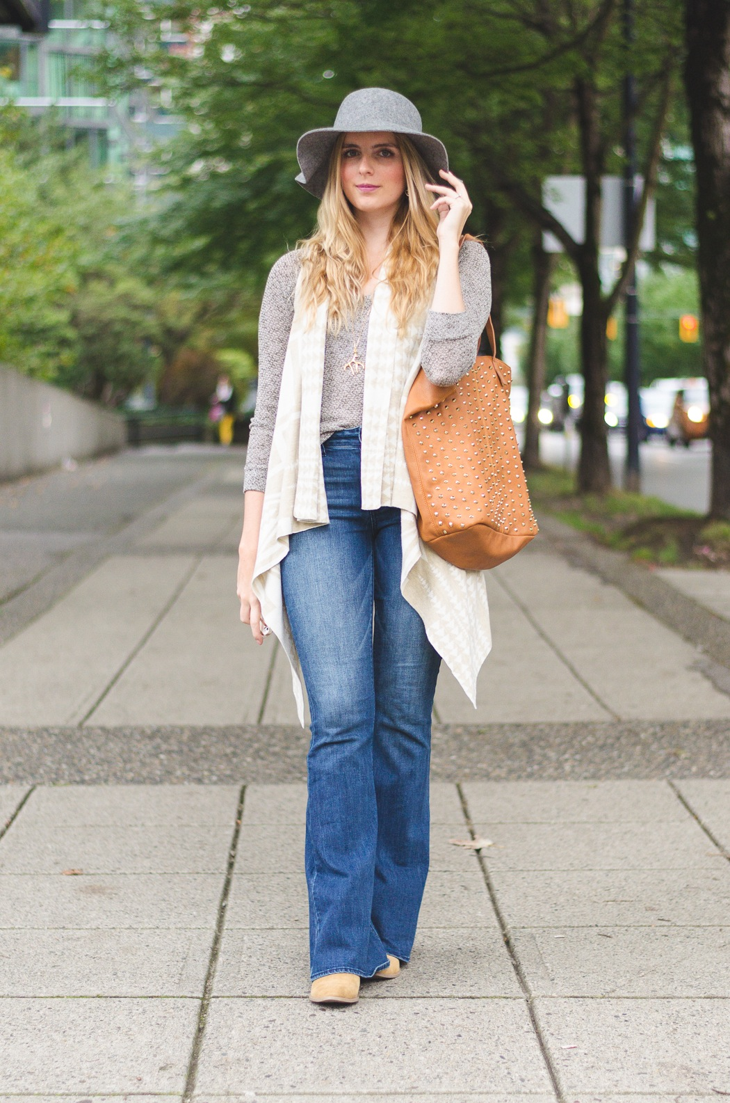 Flared Jeans Outfit Idea