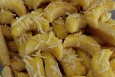 kue kastengel taburan keju