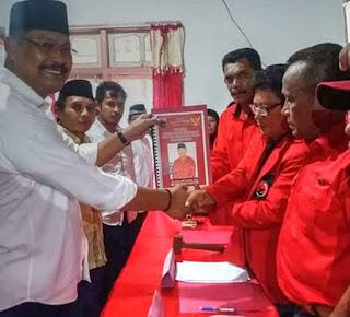 Mantan Sekda Kota Tual,Basry Andly Bandjar resmi mendaftar di DPC PDIP Kota Tual sebagai Bakal Calon Walikota Tual, Kamis (1/5).