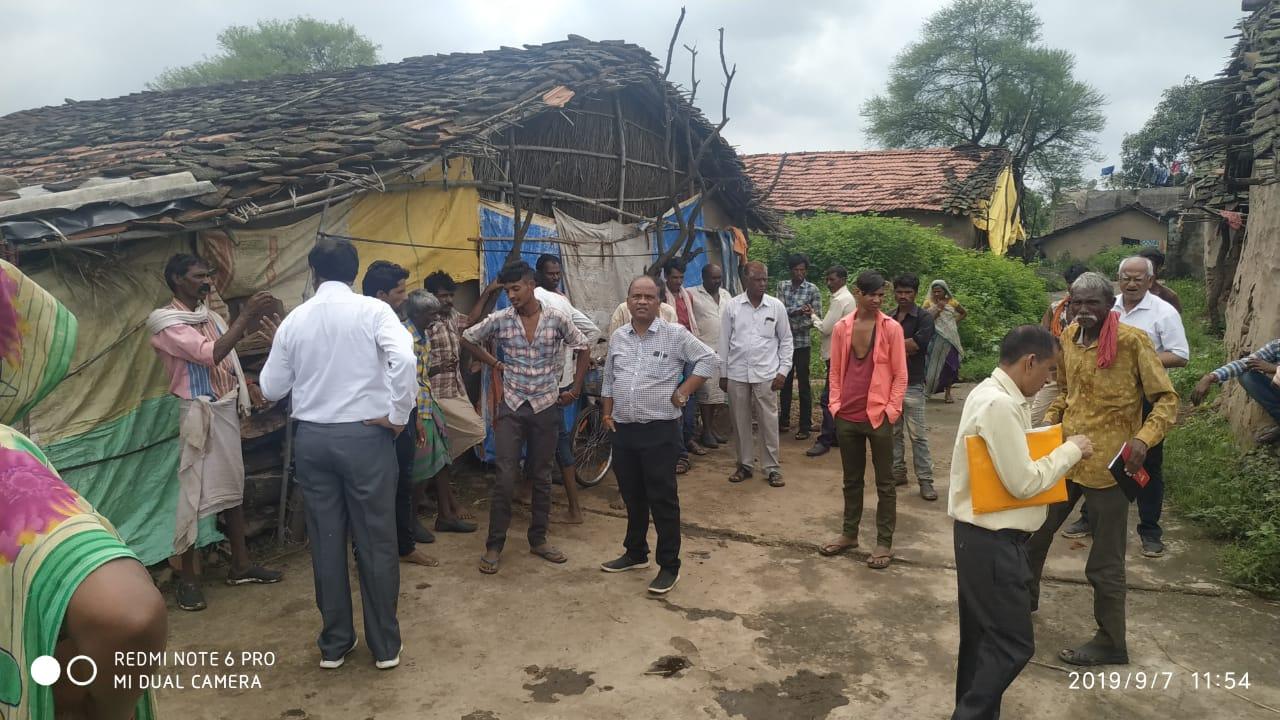 Jhabua News-आपकी सरकार आपके द्वार कार्यक्रम के तहत अधिकारियो ने ग्राम टोडी का किया आकस्मिक भ्रमण