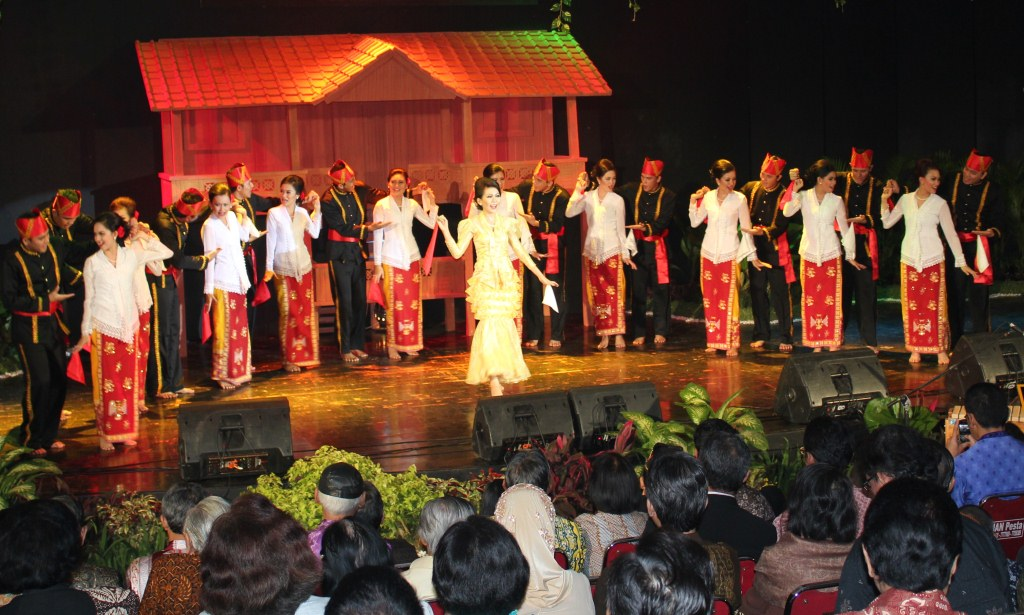 tari maengket tarian tradisional khas sulawesi utara kamera budaya