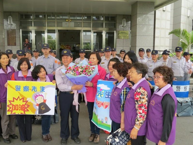 警光新聞雲 Blog: 即時訊息- 警察同仁辛苦了 南投市婦女團體送上康乃馨