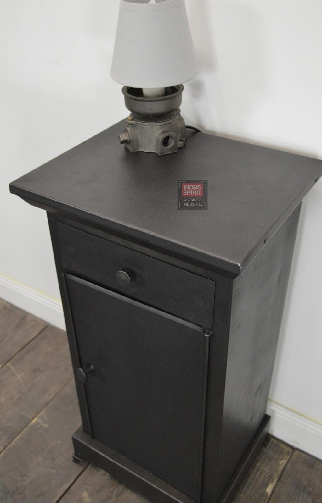 Meuble industriel d coration industrielle meuble de - Table de chevet ancienne ...