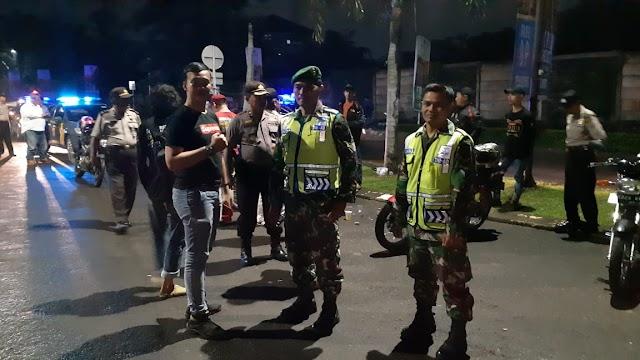 Antisipasi Pohon Tumbang, Koramil dan Polsek Sukmajaya Lakukan Patroli Malam Bersama