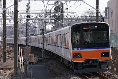 東上線朝霞駅を通過する東武50090系