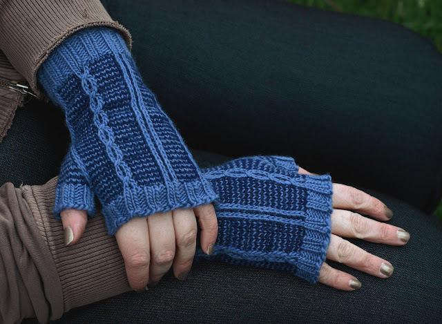 Slipped stitch colorwork cabled fingerless gloves