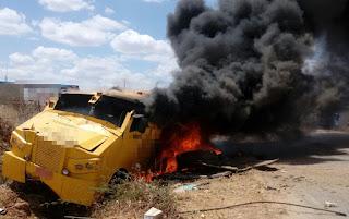 Grupo armado ataca carro forte no Sertão da Paraíba