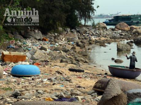 Bãi rác thải sinh hoạt tự phát gây ô nhiễm môi trường biển