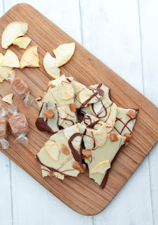 caramel apple bark made from milk chocolate, white chocolate, fudge pieces and apple crisps