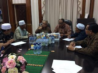 Sebelum Berobat Ke Malaysia. Abu Tumin: Pengerahan Massa Tak Selesaikan Perkara Ibadah