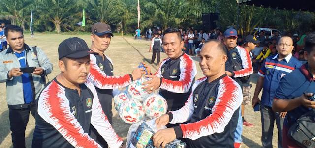 Kapolres Asahan AKBP Faisal Faisal Napitupulu SIK MH, Jumat (22/2), saat membuka Kompetisi sepakbola Askab PSSI Asahan