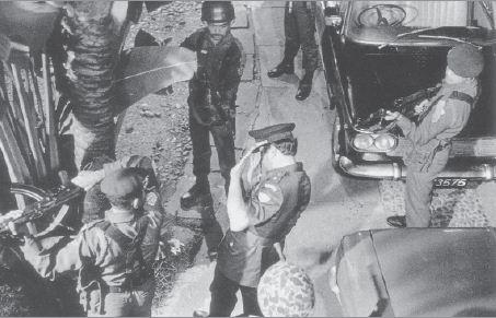 Salah satu adegan dalam film G 30 S/PKI menggambarkan penangkapan dan penculikan seorang jenderal yang dilakukan pasukan Cakrabirawa.