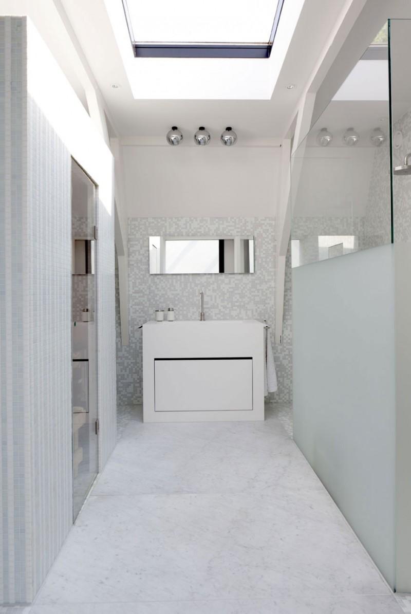 Hogares frescos casa con claraboyas ventanales y techos for Techos para interiores