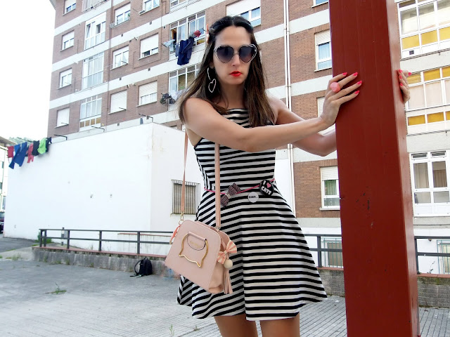 fashion, moda, look, outfit, blog, blogger, walking, penny, lane, streetstyle, style, estilo, trendy, rock, boho, chic, cool, casual, ropa, cloth, garment, inspiration, fashionblogger, art, photo, photograph, Avilés, oviedo, gijón, asturias, hat, botines, vestido, dress, rayas, stripes, cat, naive, hym, bershka, zara, accessories, accesorio,