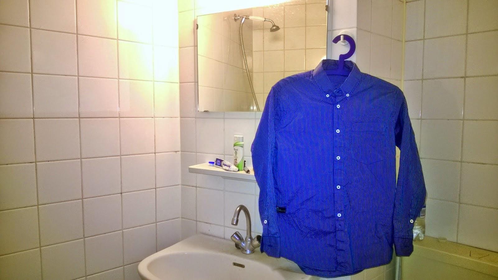 Image result for baju digantung  dalam kamar mandi