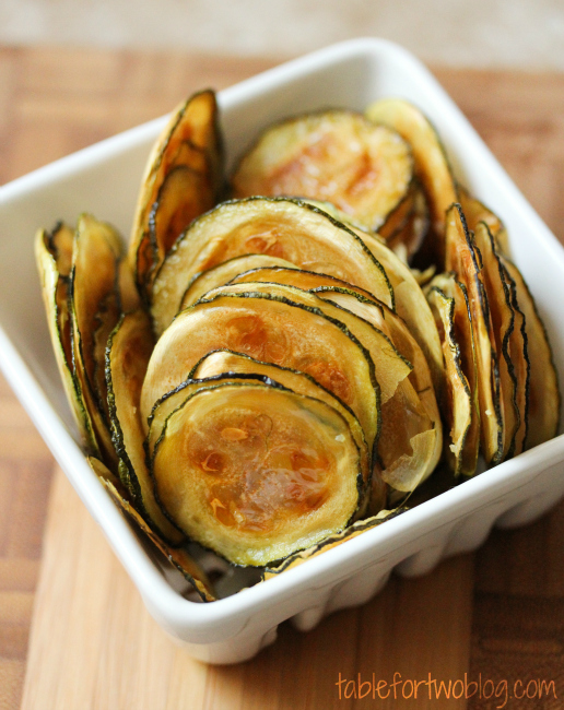 Easy Oven-Baked Zucchini Chips #easyrecipes #oven #baked #zucchini #chips #healthyrecipes #healthyfood #healthysnack