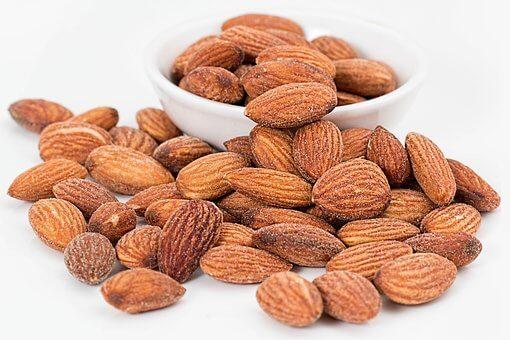 Kacang Almond kaya akan kalsium yang baik untuk tulang