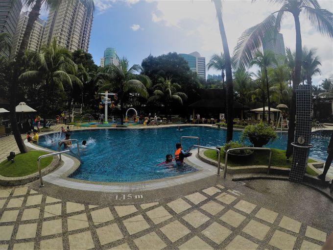 Swimming pool at the EDSA Shangri-La Hotel