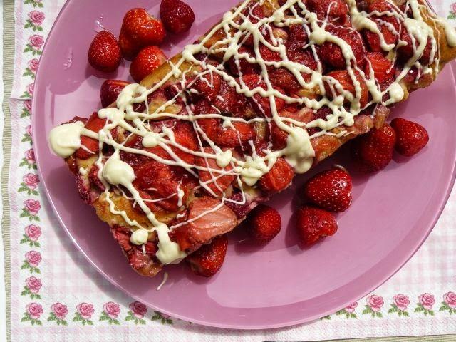 Ciasto jogurtowe z truskawkami i białą czekoladą (z dodatkiem oleju rzepakowego)