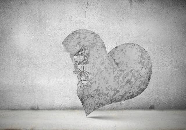 8 علامات تخبرك أن شريكك توقف عن حبك!