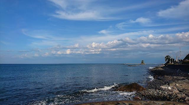一片蔚藍的雨晴海岸