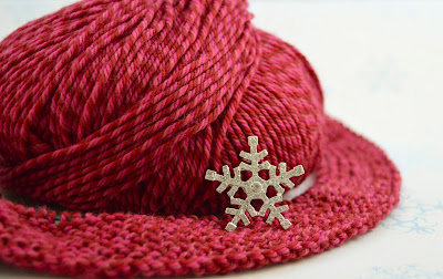 knit snow flake button band hat https://www.etsy.com/shop/JeannieGrayKnits